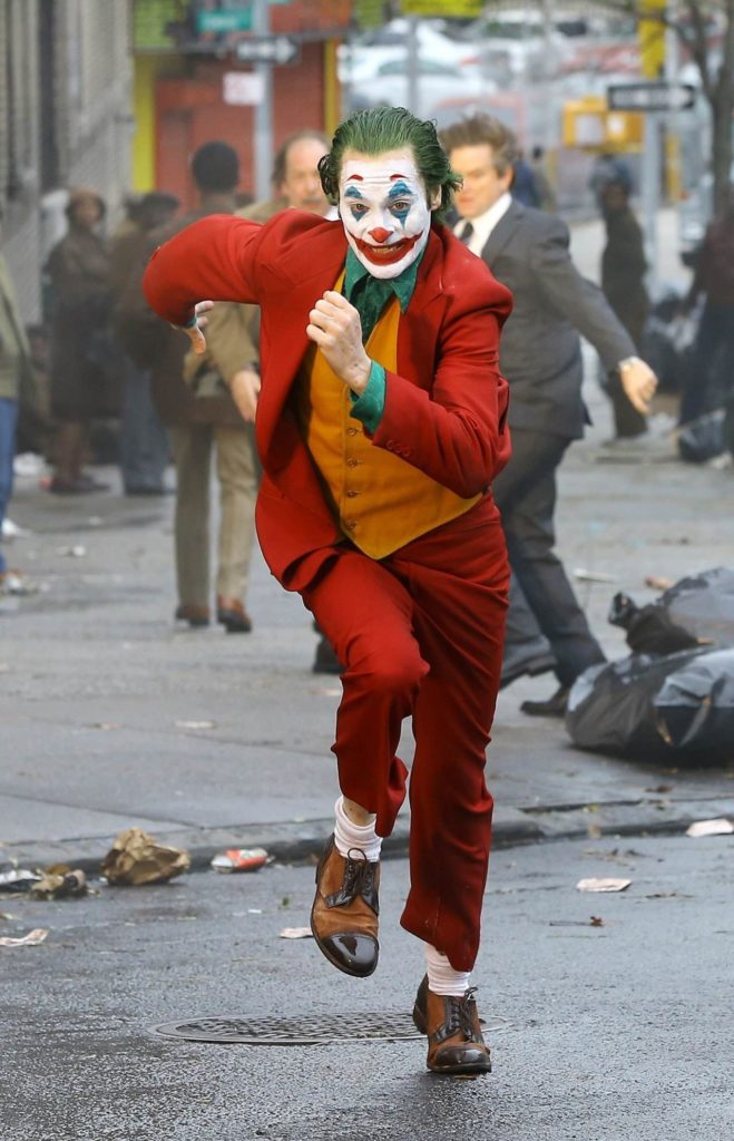 joker-running-on-street