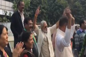 modi-duplicate-dancing-after-congress-win