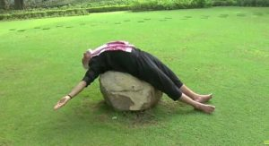 moi-yoga-pose-sleeping-on-rock